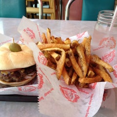 Photo taken at Cheeburger Cheeburger by Tony O. on 7/10/2012