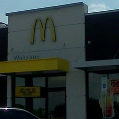 Photo taken at McDonald's by I Don't know D. on 5/20/2012