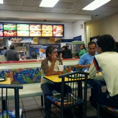 Photo taken at Burger King by Pbro. Lic. Juan Ramon H. on 6/28/2012