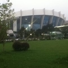 Photo taken at 上海体育馆地铁站 | Shanghai Indoor Stadium Metro Stn. by Kevin C. on 7/18/2012
