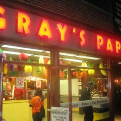 Photo taken at Gray's Papaya by Yusri Echman on 7/20/2012