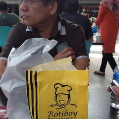 Photo taken at Rotiboy by Ramli K. on 4/15/2012