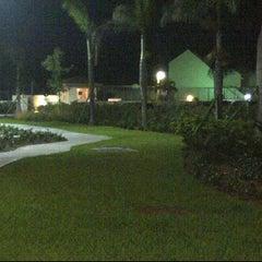 Photo taken at Westwind II by EVRentals Hotel Nassau by Dino H. on 5/30/2012