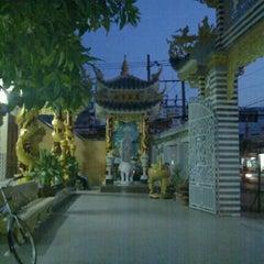 Photo taken at chua tan hoa by Tous N. on 4/5/2012