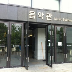 Photo taken at 이화여자대학교 음악관 (Ewha Womans University Music Building) by Jaho L. on 7/2/2012