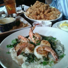 Photo taken at Pappadeaux Seafood Kitchen by Kimberly on 5/15/2012