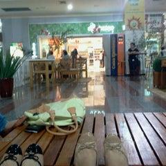 Photo taken at Shopping Avenida Center by Juliana N. on 6/30/2012