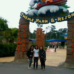 Photo taken at Melaka Wonderland by Arisyah S. on 5/25/2012