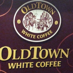 Photo taken at OldTown White Coffee by Robin L. on 3/15/2012