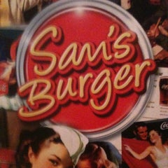 Photo taken at Sam's Burger by Thiago R. on 5/30/2012