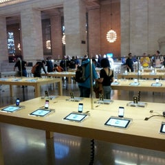 Photo taken at Apple Store, Grand Central by Joyce T. on 9/13/2012
