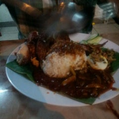 Photo taken at Nasi Lemak Famous by KiDd on 9/4/2012