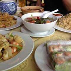 Photo taken at Thanh Niên Restaurant by yosuke0514 on 3/24/2012