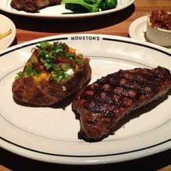 Houston's Restaurant corkage fee