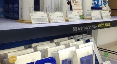 Photo of Cosmetics Shop 이니스프리(Innisfree) at 서대문구 이화여대길 78, 서울시, South Korea