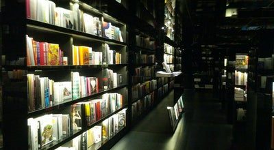Photo of Bookstore Page One at Shop 3001a & 4001, 3/f & 4/f, Gateway Arcade, Harbour City, 3-27 Canton Rd, Tsim Sha Tsui, Hong Kong