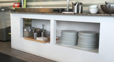 Photo of Pizza Place Vastra Hamnens Pizzeria at Vimpelgatan 28, Malmö 211 14, Sweden