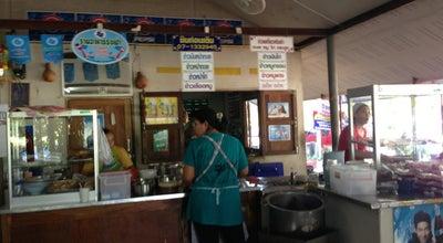 Photo of Ramen / Noodle House ก๋วยเตี๋ยวต้มยำ ข้าวหน้ากั้ง ริมเขื่อน at Bang Phra 23000, Thailand