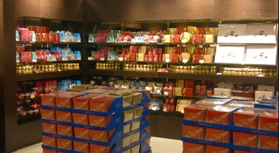 Photo of Candy Store Lindt Outlet Boutique at 3487 Wyecroft Road,, Oakville, ON L6L 0B6, Canada