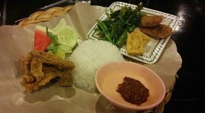 Photo of Fried Chicken Joint RM Mawar Sharron at Kompleks Wanea Plaza Blok J I-iii, Manado, Indonesia
