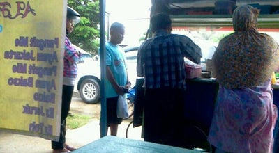 "Photo of Fried Chicken Joint Warung ""Mahkota"" Lamongan at Jl..basuki Rahmat (depan Gereja Maranatha), Sorong, Indonesia"