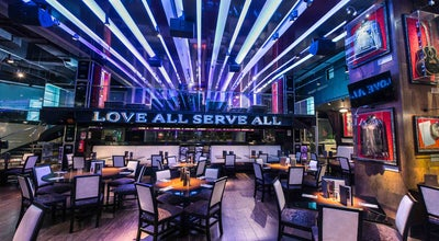 Photo of American Restaurant Hard Rock Cafe Santiago at Av. Andrés Bello 4225 Local 1226, Providencia 7500000, Chile