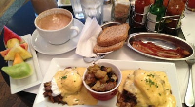 Photo of Breakfast Spot Restaurant L'Avenue at 922 Ave. Du Mont-royal Est, Montréal, QC H2J 1X2, Canada