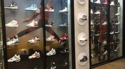 Photo of Shoe Store Shinzo at 39 Rue Étienne Marcel, Paris 75002, France
