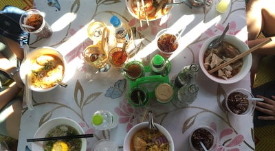 Photo of Asian Restaurant ก๋วยเตี๋ยวริมนำ้ ตลาดบางนำ้ผึ้ง at ตลาดบางน้ำผึ้ง, Phra Pradaeng, Thailand