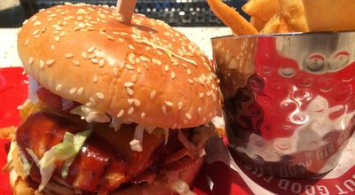 Photo of Burger Joint Red Robin Gourmet Burgers at 2468 Tyrone Blvd N, Saint Petersburg, FL 33710, United States