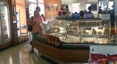 Photo of Bakery Cravo & Canela Padaria at R. Álvares Cabral, 279-503 - Zona 1, Cianorte 87200-000, Brazil