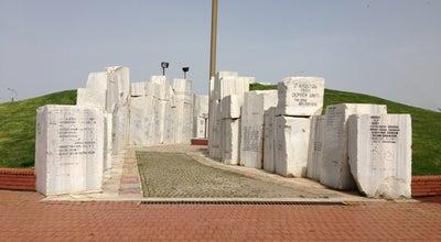 Photo of Monument / Landmark Yalova Deprem Anıtı at Gazi Paşa Caddesi, Yalova 77200, Turkey