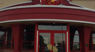 Photo of American Restaurant Red Robin Gourmet Burgers at 36565 Euclid Ave, Willoughby, OH 44094, United States