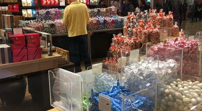 Photo of Candy Store Lindt at 1 Bergen Town Ctr, Paramus, NJ 07652, United States