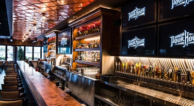 Photo of Nightlife Spot Old Town Pour House at 8 Oakbrook Ctr, Oak Brook, IL 60523, United States