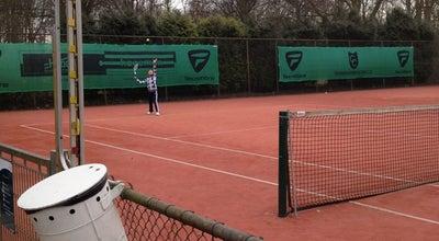 Photo of Tennis Court Tennishal Schenkeldijk at Schenkeldijk Beneden 1, Sportterreinen Schenkeldijk 3328 LA, Netherlands