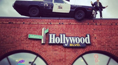 Photo of Tourist Attraction Hollywood Boulevard at 1001 75th St, Woodridge, IL 60517, United States