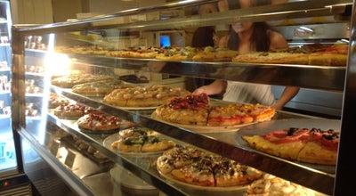Photo of Pizza Place La Pizza del Born at Passeig Del Born 22, Barcelona 08003, Spain