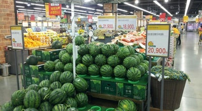 Photo of Supermarket 이마트 (emart) at 마포구 백범로 212, 서울특별시 04196, South Korea