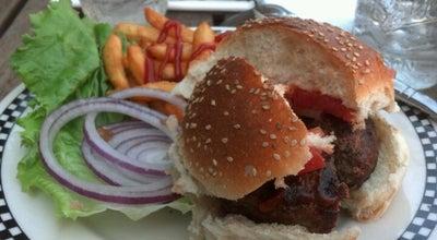 Photo of Burger Joint Island Burger & Shakes at 422 Amsterdam Ave, New York, NY 10024, United States