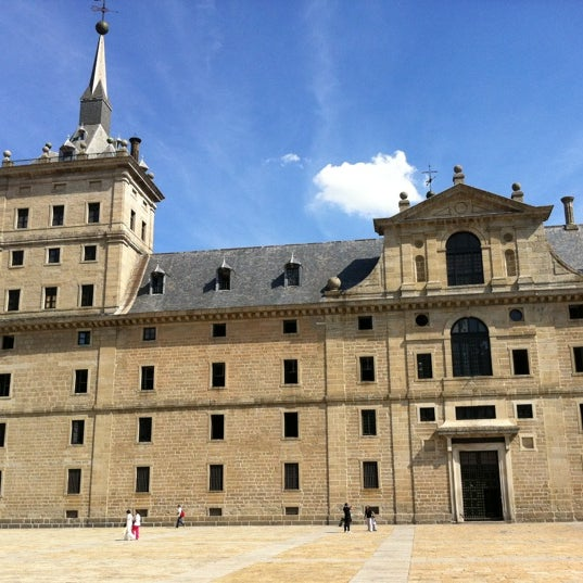 Photo taken at Monasterio de San Lorenzo de El Escorial by Julio Javier F. on 3/23/2012