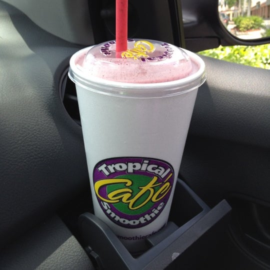 Photo taken at Tropical Smoothie Cafe by Michael Jordan Y. on 4/15/2012