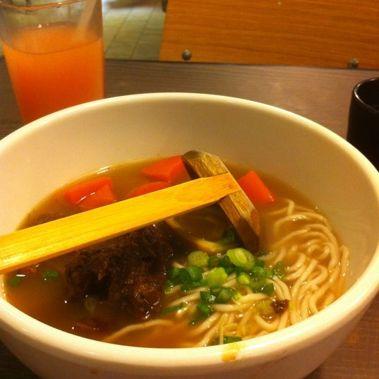 Photo taken at 董家台灣牛肉麵 Dong's Beef Noodles by Fai C. on 3/22/2012