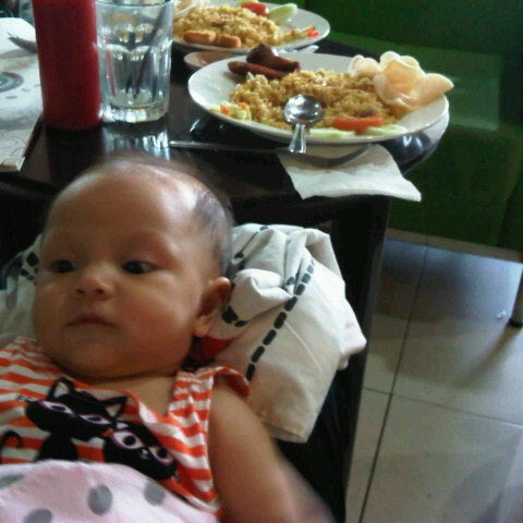 Photo taken at CoffeeBen's & Resto by Dinda H. on 8/24/2012