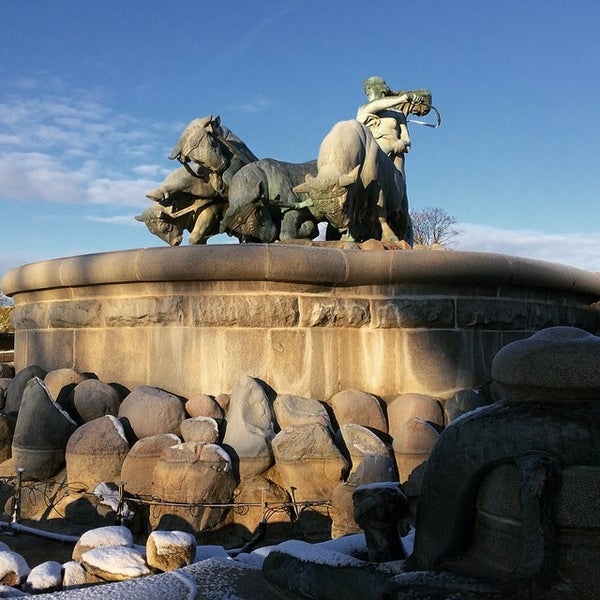 Photo taken at Gefionspringvandet (Gefion Fountain) by Julio V. on 12/26/2014