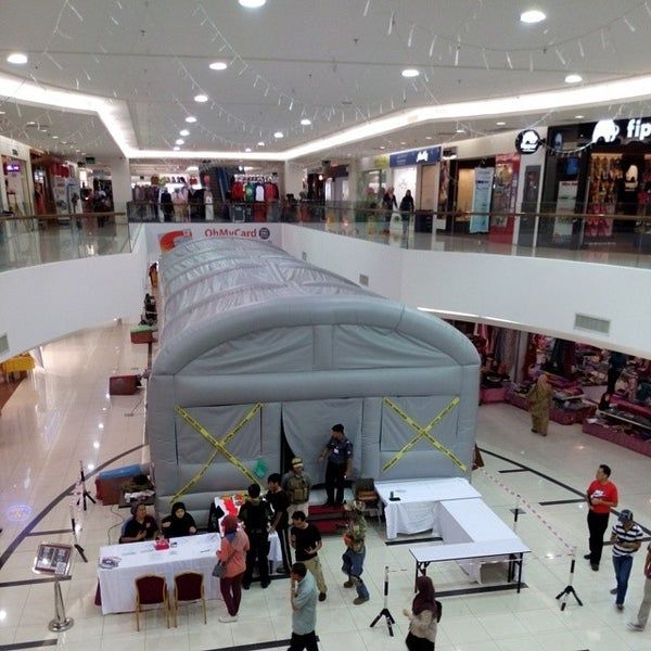 Photo taken at Times Square Shopping Centre by Pondok W. on 3/20/2014