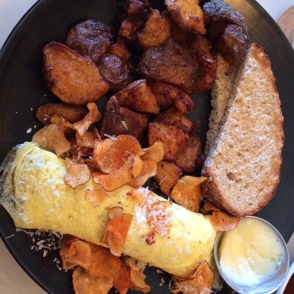 Omelet with potatoes and BBQ potato chips.  Actually really like the lounge feel, with down tempo music!