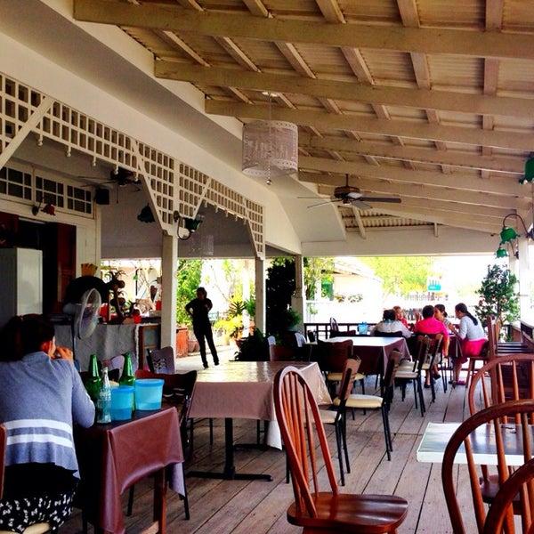 Photo taken at บ้านชมวิว (Baan Chom View) by inooau on 4/19/2014