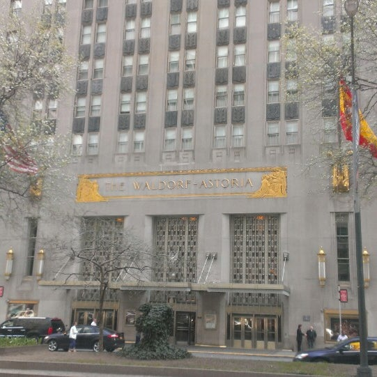 Photo taken at Waldorf Astoria New York by Lee H. on 4/13/2014