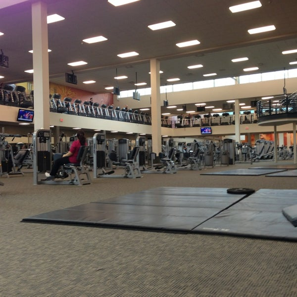 Photo taken at LA Fitness by Ryan L. on 12/22/2012